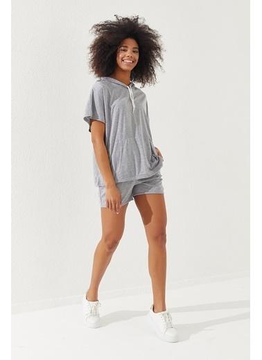 Reyon REYON Kadın Oversize T-Shirt-Şort Takım Gri Gri